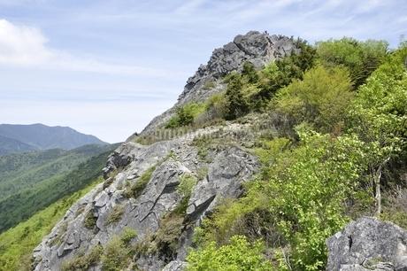 乾徳山岩峰の写真素材 [FYI03157248]