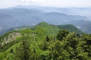 乾徳山山頂からの展望の写真素材 [FYI03157252]