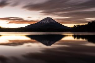 精進湖 の写真素材 [FYI03157914]