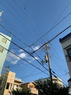 電線のある空の写真素材 [FYI03159265]