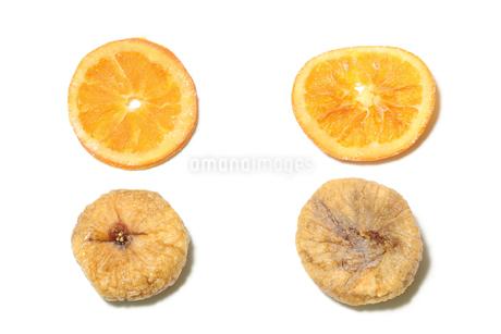 ドライフルーツ オレンジとイチジクの写真素材 [FYI03159310]