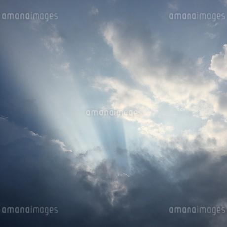 雲と太陽の写真素材 [FYI03159372]
