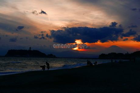 夕日の写真素材 [FYI03160035]