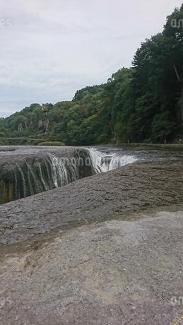 滝の写真素材 [FYI03160144]