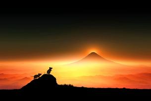 富士山の日の出とネズミのシルエットのイラスト素材 [FYI03160393]