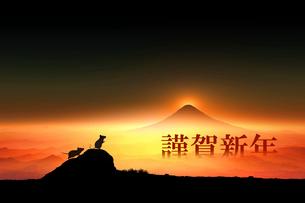 富士山の日の出とネズミのシルエットのイラスト素材 [FYI03160441]