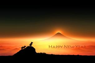 富士山の日の出とネズミのシルエットのイラスト素材 [FYI03160446]