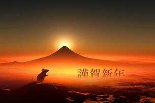 富士山の日の出とネズミのシルエットのイラスト素材 [FYI03160447]