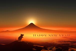 富士山の日の出とネズミのシルエットのイラスト素材 [FYI03160454]