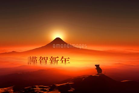 富士山の日の出とネズミのシルエットのイラスト素材 [FYI03160456]