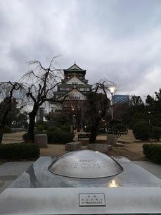 雄大に聳え立つ大阪城の写真素材 [FYI03160811]