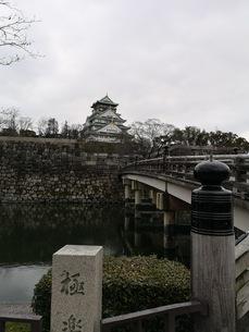 雄大に聳え立つ大阪城の写真素材 [FYI03160818]