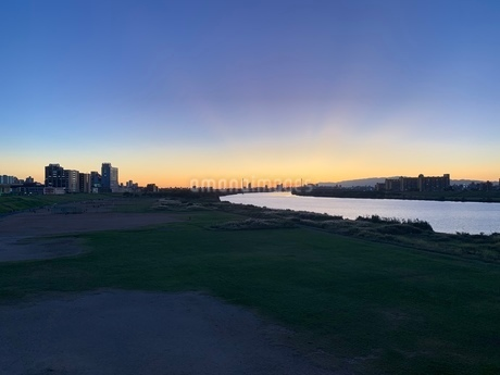夕陽の写真素材 [FYI03161171]