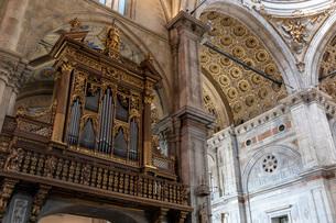 コモ大聖堂 内部の写真素材 [FYI03161514]