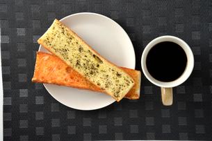 上から見たパンとコーヒーの写真素材 [FYI03161645]