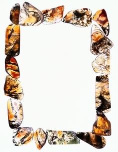 透明感のある複数の石で作ったフレームの写真素材 [FYI03162068]