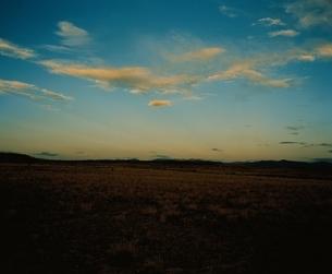 空(オレンジ色)と彩雲 ニューメキシコ州 アメリカの写真素材 [FYI03162106]