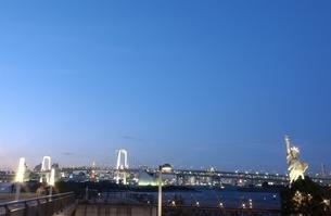 レインボーブリッジ遠景 東京都の写真素材 [FYI03162156]