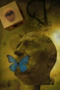 人物の頭と口にとまった蝶のコラージュの写真素材 [FYI03162159]