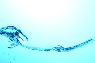 ゆれる水の断面の写真素材 [FYI03162234]