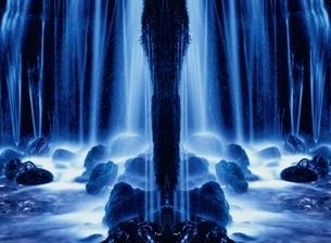 白糸の滝の流れ 軽井沢 長野県のイラスト素材 [FYI03162293]