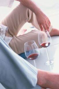 ワイングラスと2人の写真素材 [FYI03162603]
