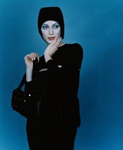 黒い帽子をかぶった外国人女性の写真素材 [FYI03162813]