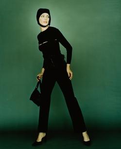 黒い帽子をかぶった外国人女性の写真素材 [FYI03162814]