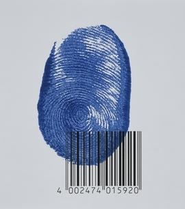 指紋とバーコード(青)のイラスト素材 [FYI03163058]