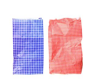 赤と青のチェック柄の紙袋の写真素材 [FYI03163153]