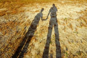 親子の影の写真素材 [FYI03163622]