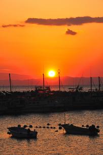 葉山の港の夕景の写真素材 [FYI03163671]