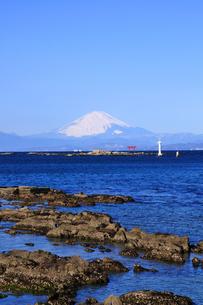 富士山と相模湾と江ノ島 湘南の写真素材 [FYI03163674]