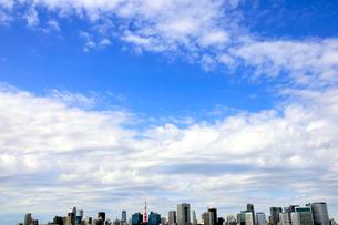 東京タワーとビル群と空の写真素材 [FYI03163696]