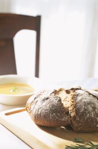 パンとスープの写真素材 [FYI03163816]