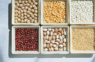 いろいろな豆の写真素材 [FYI03163888]