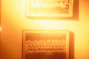 壁に飾られた野球選手の集合写真の写真素材 [FYI03164115]