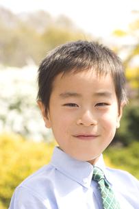 ネクタイをした小学生の男の子の写真素材 [FYI03164249]