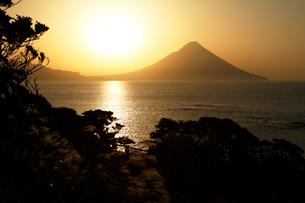 開聞岳日の出の写真素材 [FYI03164775]