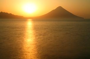 開聞岳日の出の写真素材 [FYI03164851]