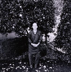 割烹着を着た日本人老人女性の写真素材 [FYI03164903]