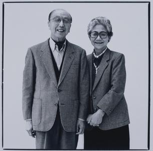 寄り添う日本人夫婦の写真素材 [FYI03164961]