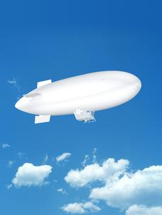 青空に浮かぶ飛行船のイラスト素材 [FYI03165189]