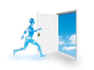 歩行する青空フィギアと扉の向こうに青空のイラスト素材 [FYI03165539]