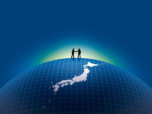 日本地図上で握手するビジネスマンのイラスト素材 [FYI03165844]