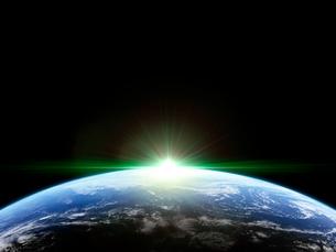 衛星軌道から眺める日の出に浮かび上がる広大な大気層と雲海のイラスト素材 [FYI03165894]