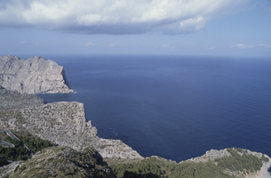 西海岸の断崖 マヨルカ島 スペインの写真素材 [FYI03165904]