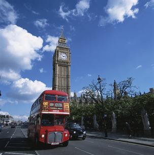 ビッグベンとバス ロンドン イギリスの写真素材 [FYI03165907]