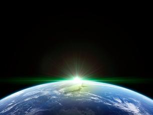 衛星軌道から眺める日の出に浮かび上がる日本と北東アジア圏のイラスト素材 [FYI03165932]