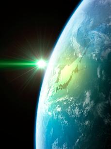 衛星軌道から眺める日の出に浮かび上がる日本と北東アジア圏のイラスト素材 [FYI03165946]